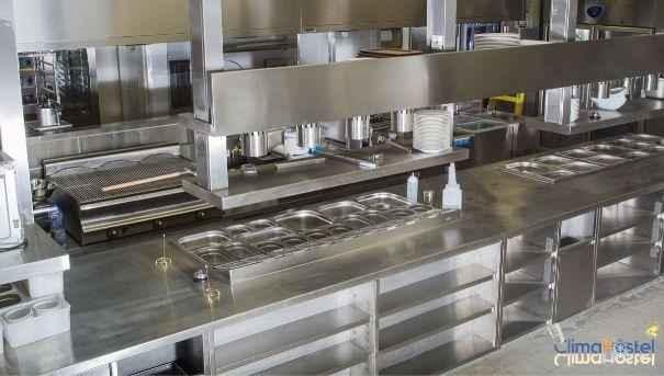 ¿Por qué debes elegir acero inoxidable para tu mobiliario industrial?
